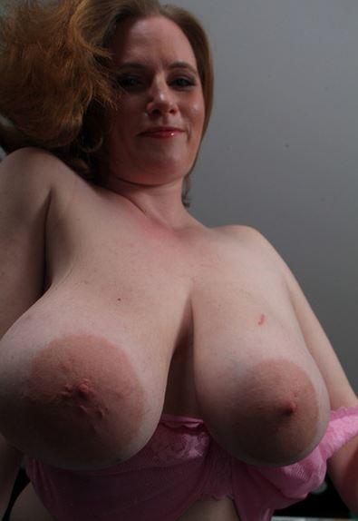 Großen nackt nippel mit frauen Dicke Oma