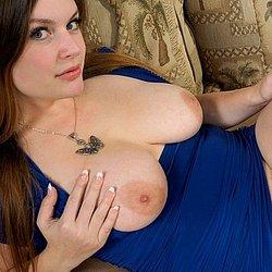 Nackte frauen mit grossen brüsten
